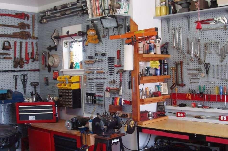 Как оборудовать свой гараж: что обязательно должно быть в нем