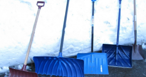 Какие бывают лопаты для уборки снега