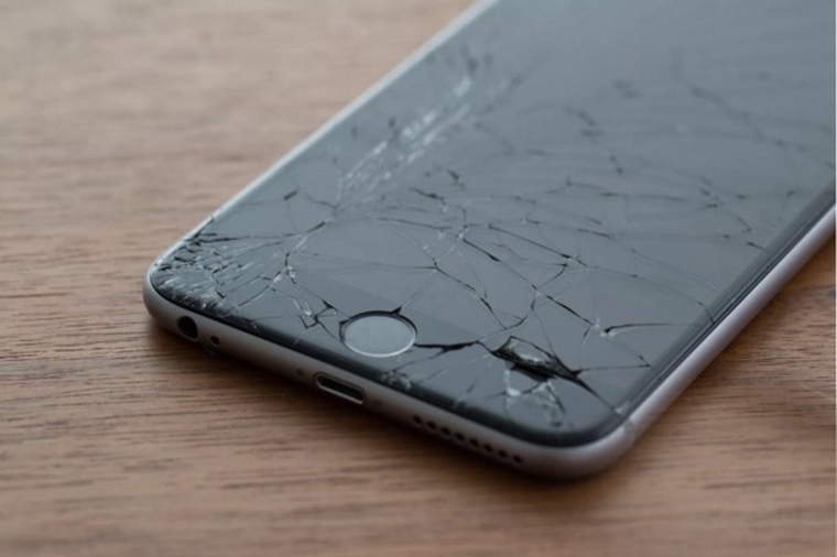 Почему не стоит ремонтировать iPhone в дешевых мастерских?